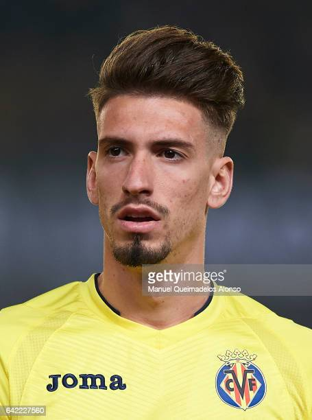 Samuel Castillejo of Villarreal looks on prior to the UEFA Europa League Round of 32 first leg match between Villarreal CF and AS Roma at Estadio de...