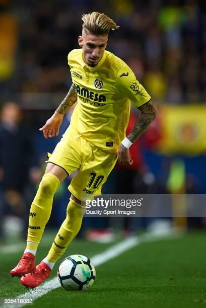 Samuel Castillejo of Villarreal runs with the ball during the La Liga match between Villarreal and Atletico Madrid at Estadio de La Ceramica on March...