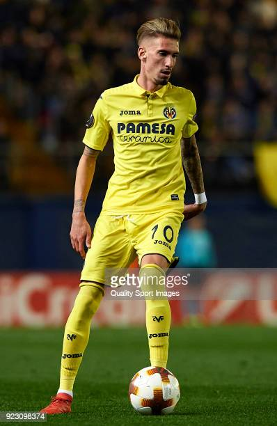Samuel Castillejo of Villarreal runs with the ball during UEFA Europa League Round of 32 match between Villarreal and Olympique Lyon at the Estadio...