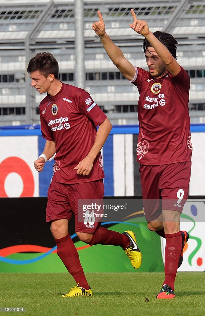 Samuel Di Carmine (R) of AS Cittadella Claudio Foscarini celebrates after scoring his opening goal US Sassuolo Calcio at Stadio Pier Cesare Tombolato on October 20, 2012 in Cittadella, Italy.