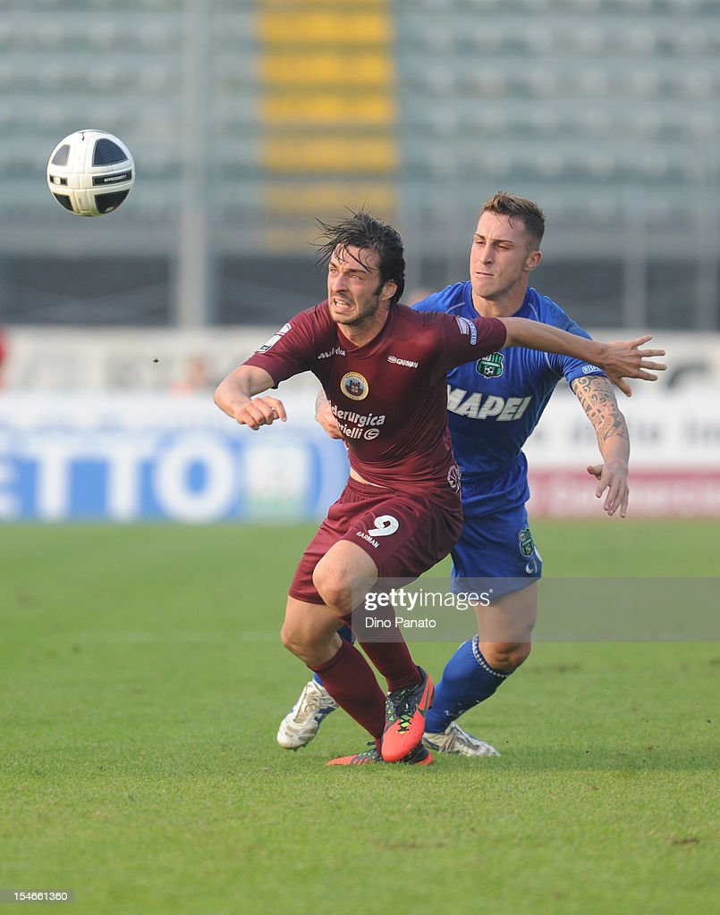 Samuel Di Carmine (L) of AS Cittadella competes with Emanuele Terranova of US Sassuolo Calcio during the Serie B match between AS Cittadella and US Sassuolo Calcio at Stadio Pier Cesare Tombolato on October 20, 2012 in Cittadella, Italy.