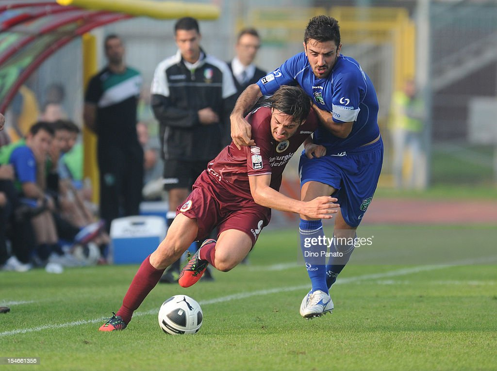 Samuel Di Carmine (L) of AS Cittadella competes with Francesco Magnanelli of US Sassuolo Calcio during the Serie B match between AS Cittadella and US Sassuolo Calcio at Stadio Pier Cesare Tombolato on October 20, 2012 in Cittadella, Italy.