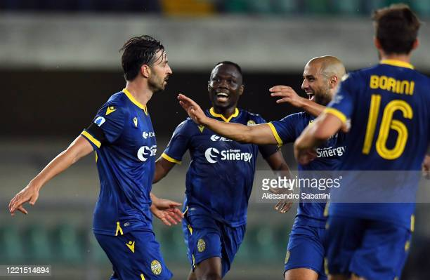 Samuel Di Carmine of Hellas Verona celebrates after scoring his team's second goal with team mates during the Serie A match between Hellas Verona and...