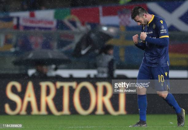 Samuel Di Carmine of Hellas Verona celebrates after scoring the opening goal during the Serie A match between Hellas Verona and ACF Fiorentina at...