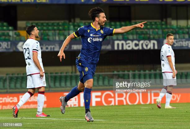 Samuel Di Carmine of Hellas Verona celebrates after scoring the opening goal during the Serie A match between Hellas Verona and Cagliari Calcio at...