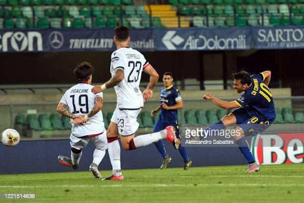Samuel Di Carmine of Hellas Verona scores his team's second goal during the Serie A match between Hellas Verona and Cagliari Calcio at Stadio...