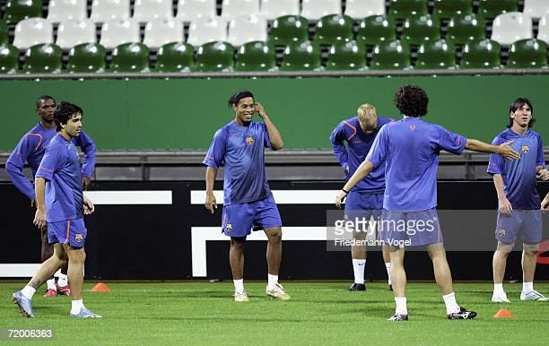 Samuel Eto'o Deco Ronaldinho Eidur Gudjohnsen Thiago Motta and Lionel Andres Messi warm up during the training session of FC Barcelona on September...