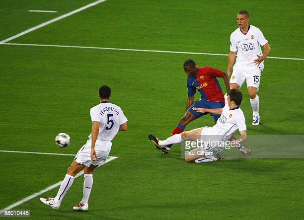 Samuel Eto'o of Barcelona scores the first goal for Barcelona during the UEFA Champions League Final match between Manchester United and Barcelona at...