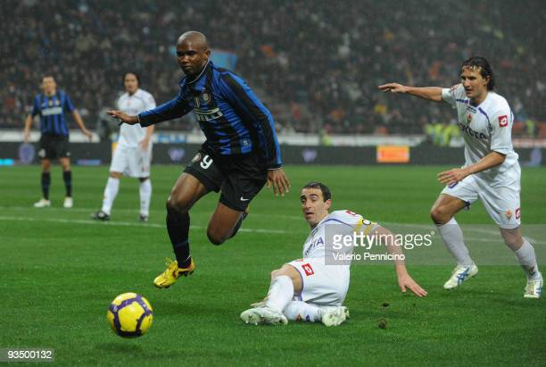 Samuel Eto�o of FC Internazionale is challenged by Dario Dainelli and Gianluca Comotto of ACF Fiorentina during the Serie A match between Inter Milan...