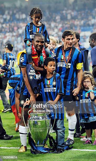 Samuel Eto'o of Inter Milan and his family and Javier Zanetti of Inter Milan and his family celebrate after defeating FC Bayern Muenchen at the UEFA...