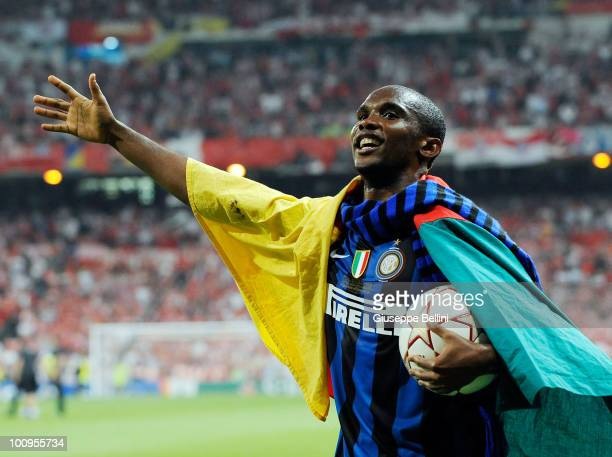 Samuel Eto'o of Inter Milan celebrates the victory after the UEFA Champions League Final match between FC Bayern Muenchen and Inter Milan at Bernabeu...