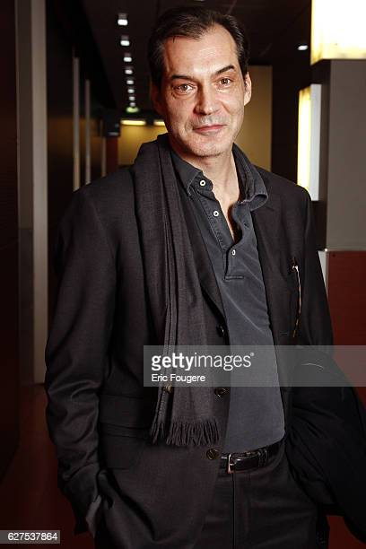 Samuel Labarthe on the set of TV show Ce Soir ou Jamais