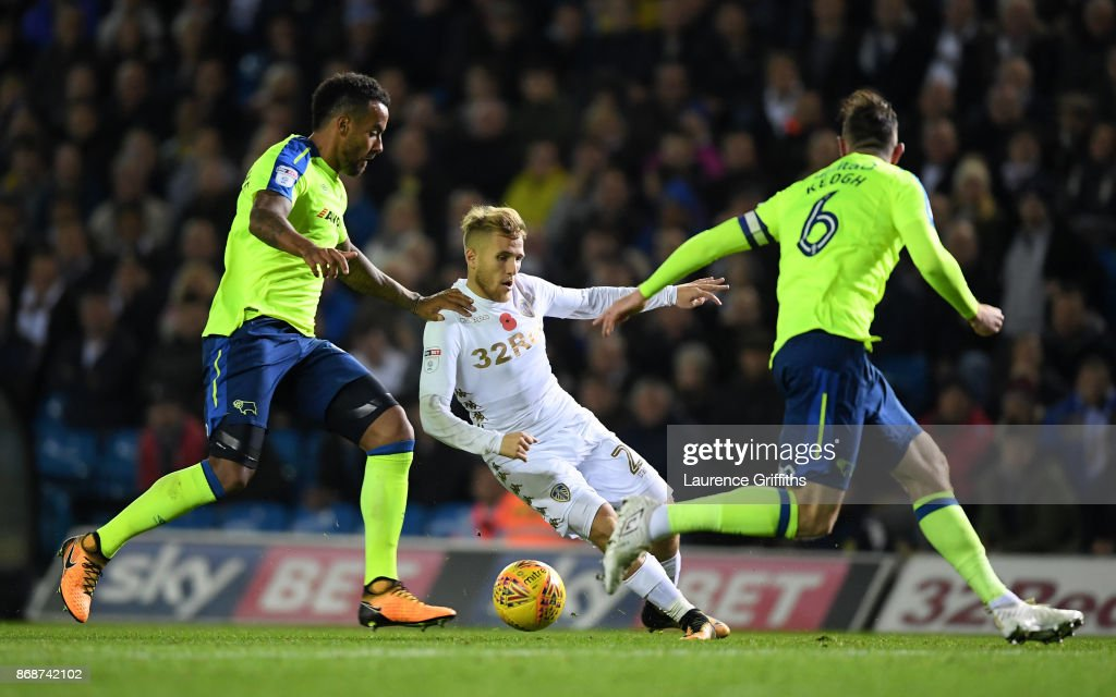 Samuel Saiz of Leeds United takes on Tom Huddlestone and Richard Keogh of Derby County during the Sky Bet Championship match between Leeds United and Derby County at Elland Road on October 31, 2017 in Leeds, England.