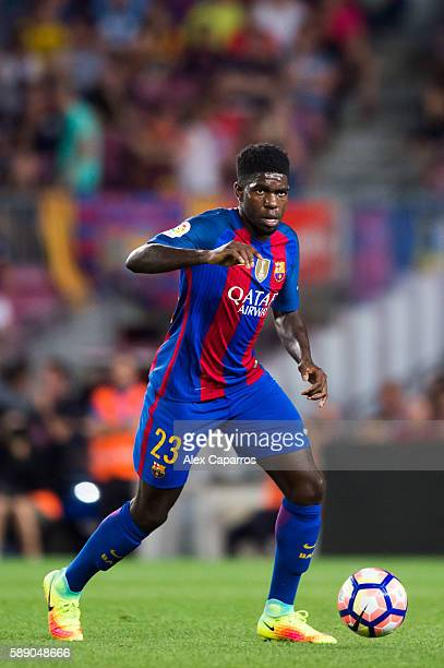 Samuel Umtiti of FC Barcelona conducts the ball during the Joan Gamper trophy match between FC Barcelona and UC Sampdoria at Camp Nou on August 10...