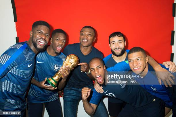 Samuel Umtiti, Ousmane Dembele, Marcel Desailly, Kylian Mbappé, Djibril Sidibé, Nabil Fekir and Kylian Mbappé of France pose with the Champions World...