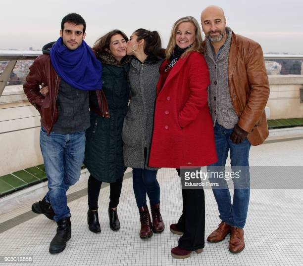 Samuel Viyuela Pepa Zaragoza Carolina Yuste Angeles Martin and Antonio Gil attend the 'Hablar por hablar' theatre play press conference at Circulo de...