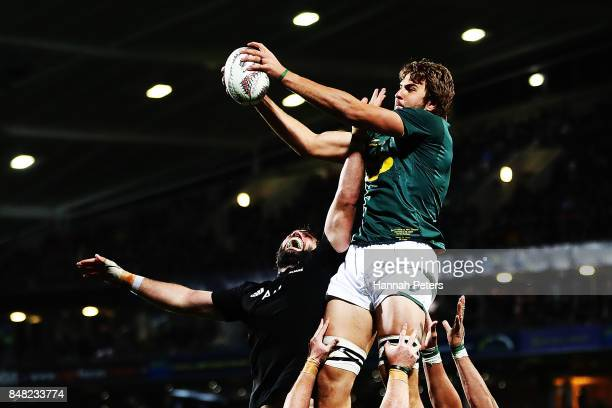 Samuel Whitelock of the All Blacks competes with Lood de Jager of South Africa in the lineout during the Rugby Championship match between the New...
