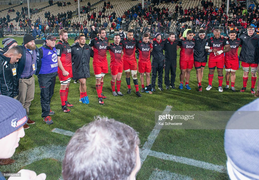 Samuel Whitelock of the Crusaders speaks to his teammates following the round 16 Super Rugby match between the Crusaders and the Rebels at AMI Stadium on July 9, 2016 in Christchurch, New Zealand.