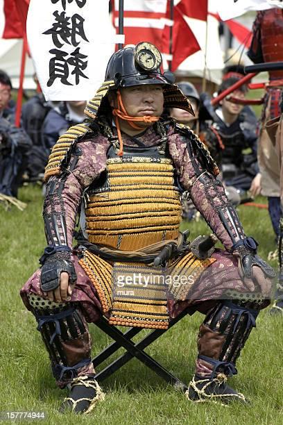 Samurai sentado na frente de sua warriors