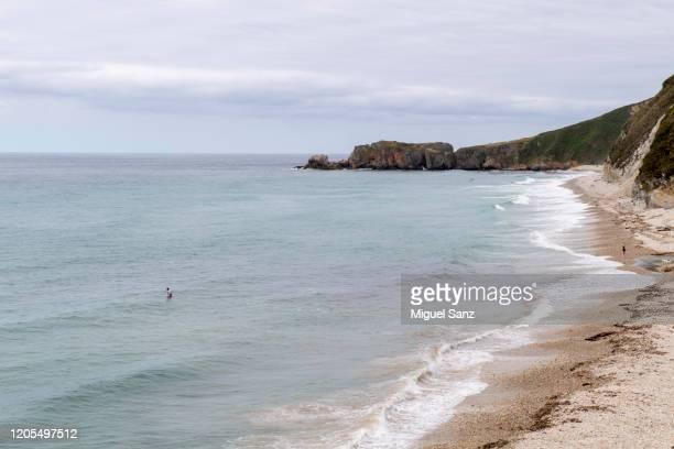 san antolín beach, asturias - llanes fotografías e imágenes de stock