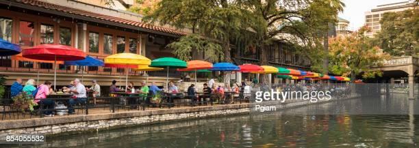 panorama de canal san antonio riverwalk - san antonio - fotografias e filmes do acervo