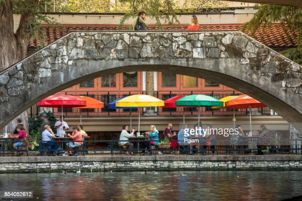 san antonio riverwalk canal - san antonio river walk stock pictures, royalty-free photos & images