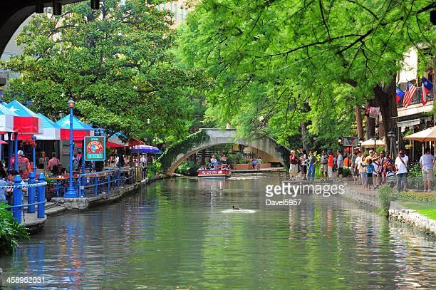 san antonio riverwalk river, crowds of people, and trees - san antonio river walk stock photos and pictures