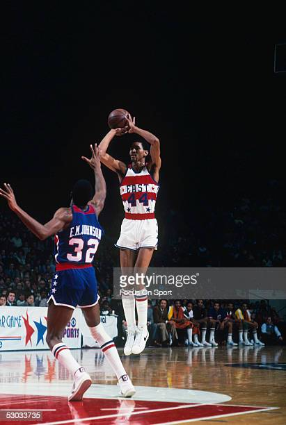 San Antonio Spurs' George Gervin makes a jumpshot for the Eastern team against the West during an All Star game NOTE TO USER User expressly...