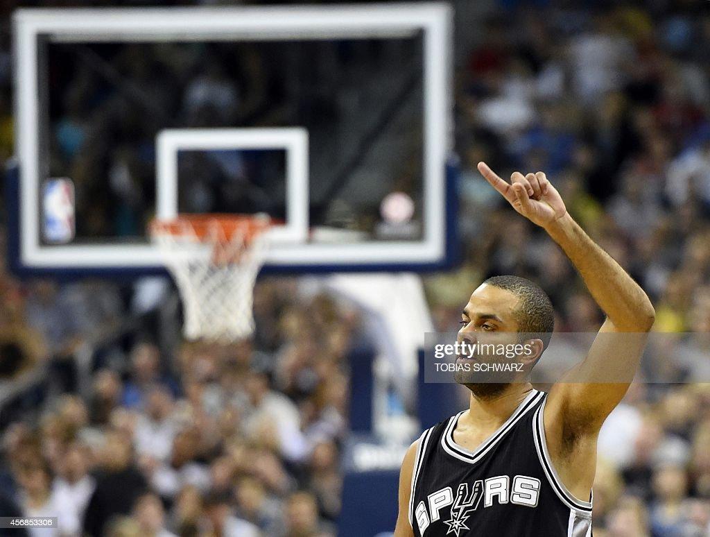 BASKET-GER-NBA-ALBA-BERLIN-SAN-ANTONIO-SPURS : News Photo