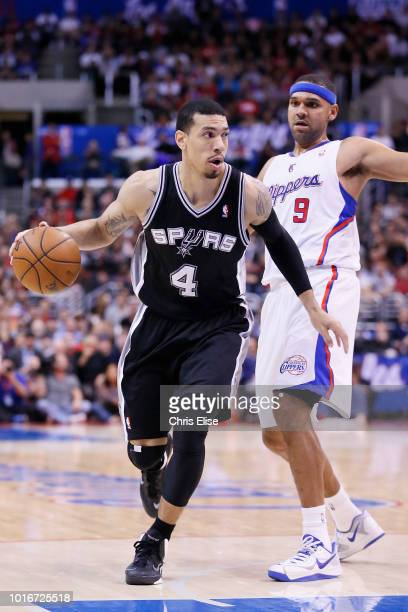 San Antonio Spurs shooting guard Danny Green drives past Los Angeles Clippers small forward Jared Dudley during the Los Angeles Clippers 11592...