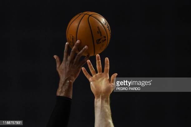 San Antonio Spurs' US center LaMarcus Aldridge vies for the ball with Phoenix Suns' Australian center Aron Baynes during an NBA Global Games...