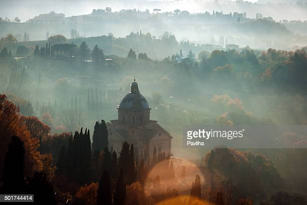 San Biagio vor Sonnenuntergang, neblig Landschaft, Montepulciano, Toskana, Italien