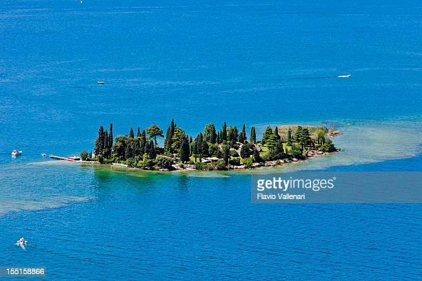 isola di san biagio, lago di garda - isola foto e immagini stock