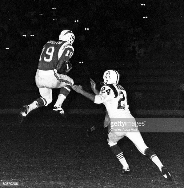 San Diego Chargers wide receiver Lance Alworth inducted into the Pro Football Hall of Fame class of 1978 goes up high to catch the ball in front of...
