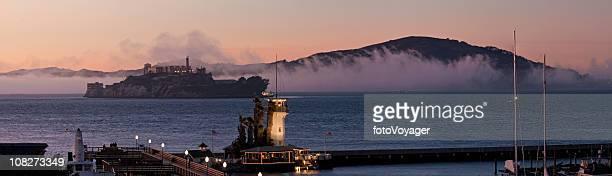 Baie de San Francisco piers Alcatraz Angel Island panorama, en Californie