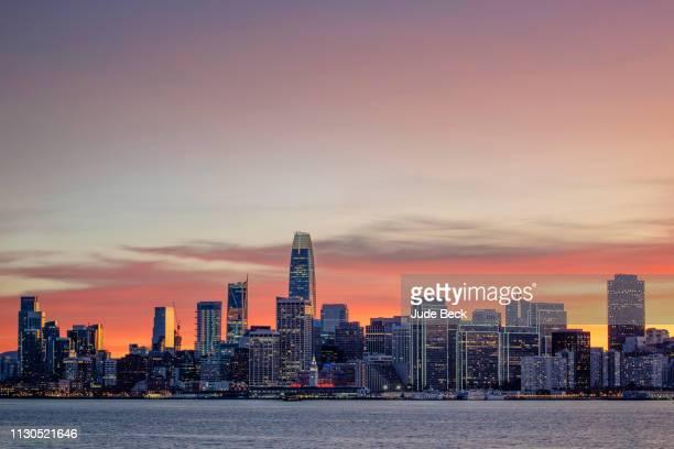トレジャーアイランドからサンフランシスコ - サンフランシスコ金融地区 ストックフォトと画像