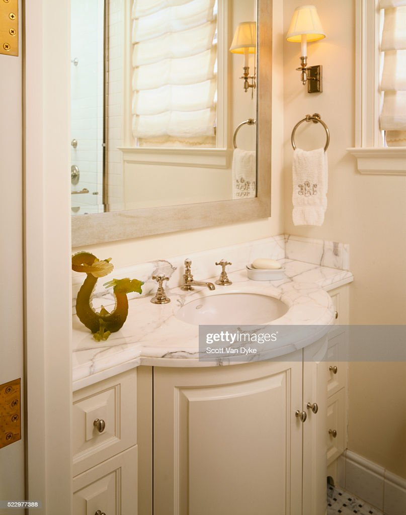 San Francisco Gate View: Bathroom Vanity With Jade Dragon : Stock Photo