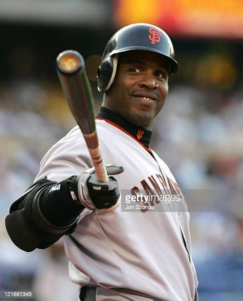 San Francisco Giants Barry Bonds waves to the fans during the first inning of the game against the Los Angeles Dodgers at Dodger Stadium in Los...