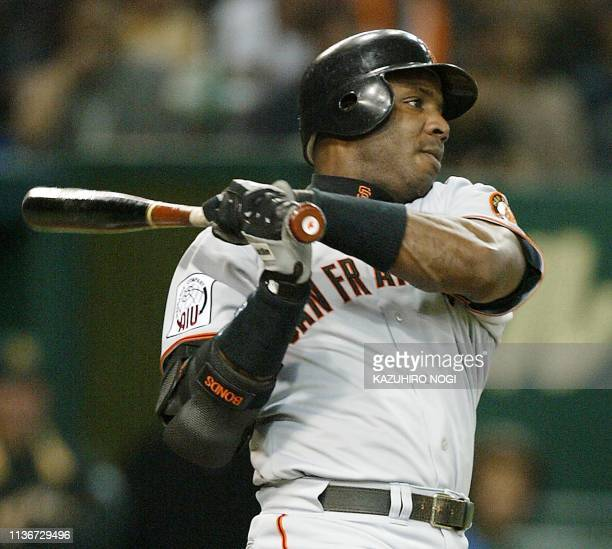 San Francisco Giants slugger Barry Bonds follows his single hit in the second inning during a game of the JapanUS AllStars exhibition baseball series...