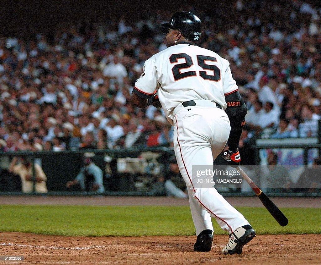 San Francisco Giants slugger Barry Bonds sets off : News Photo