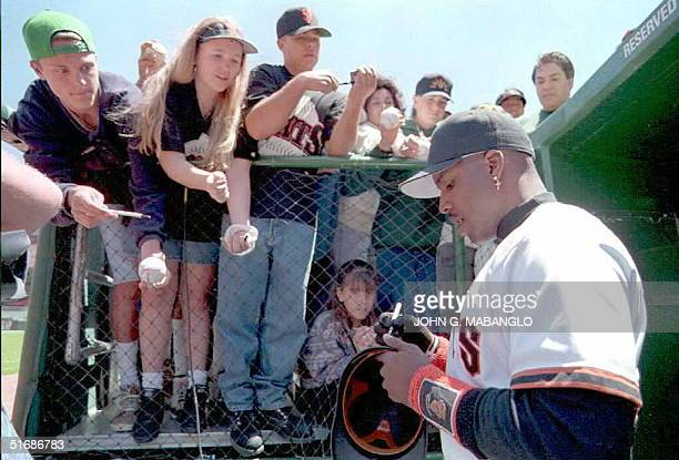 San Francisco Giants' slugger Barry Bonds signs autographs for fans before his game against the New York Mets 06 June in San Francisco. Bonds...