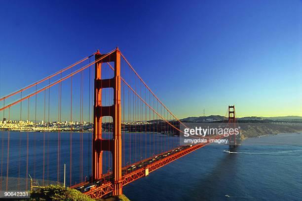 De san francisco, golden gate bridge au coucher du soleil