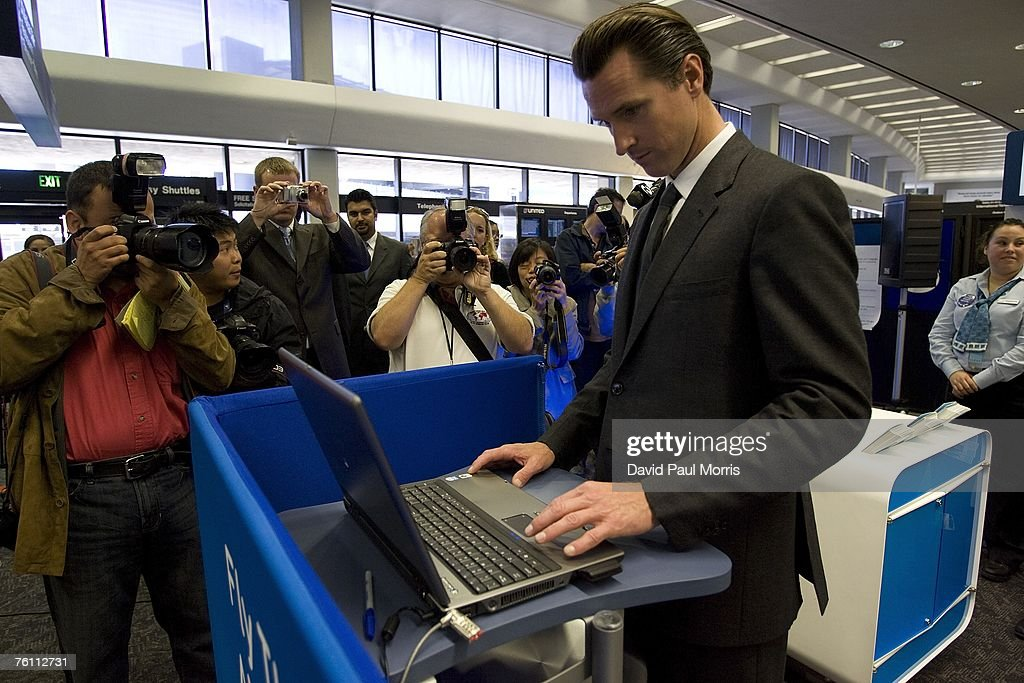 New Security System Unveiled At San Francisco Airport : News Photo