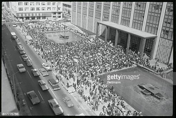 More than 2000 followers of Black Panther Party chieftain Huey Newton stand before Federal Building as his attorneys sought to free him from state...