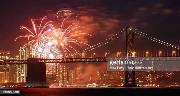 san francisco new years fireworks - サンフランシスコ金融地区 ストックフォトと画像