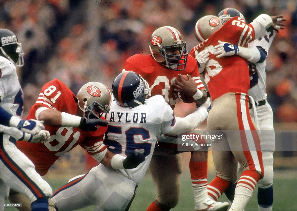 1984 NFC Divisional Playoff Game - New York Giants vs San Francisco 49ers - December 29, 1984 : News Photo