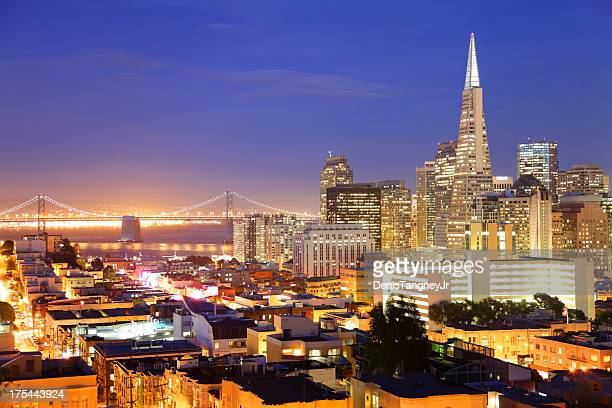 Vue panoramique nocturne de San Francisco