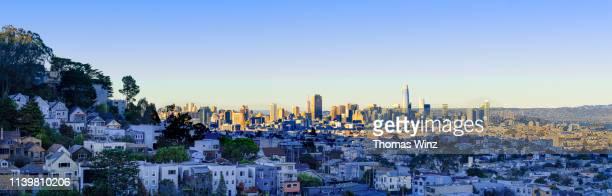 san francisco skyline  in the afternoon - サンフランシスコ金融地区 ストックフォトと画像