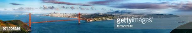 san francisco skyline - ponte sospeso foto e immagini stock