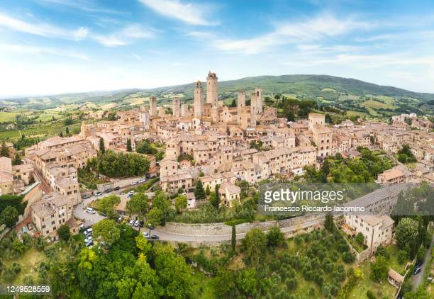 san gimignano from above, panoramic aerial view from town to country. tuscany, italy - サンジミニャーノ ストックフォトと画像